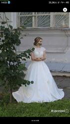Продам Свадебное платье фирмы STREKKOZA,  бу 1 раз,  после химчистки. ..